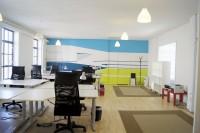 Arealet er af tre åbne arealer, hvor man sidder sammen med en anden virksomhed.